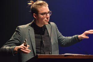 Simon Daniel était très ému de recevoir un prix Musique NB. jeudi. - Acadie Nouvelle: Sylvie Mousseau